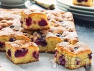 Сладкиш с вишни, маслени бисквити, крема сирене, яйца и захар